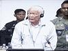 V�dce Rud�ch Khmer� a n�kdej�� premi�r Khieu Samphan byl shled�n vinn�m ze zlo�in� proti lidskosti, nyn� je souzen kv�li obvin�n� z genocidy.