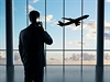 Byznysmen �eká na letadlo. | na serveru Lidovky.cz | aktu�ln� zpr�vy