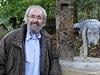Kryštofovo údolí u Liberce má novou atrakci, sochu voříška čůrajícího na patník.  Autor nápadu a místní patriot Martin Chaloupka se netají tím, že se inspiroval Bruselem.