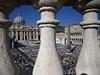 Papež František na závěr biskupské synody o rodině blahořečil na Svatopetrském náměstí ve Vatikánu bývalého papeže Pavla VI.