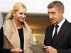 Do volební místnosti na Obecním úřadu v Průhonicích dorazila s Andrejem Babišem i jeho manželka Monika.