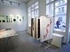 Výstava v galerii CZECHDESIGN představuje vítězný projekt v rámci Open Callu, který vyhráli studenti z UMPRUM s takzvanými Bestsellers. Projekt mapuje vývoj a grafické návrhy prodejně úspěšného písma.