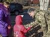 Prezident Petro Porošenko dohlíží na volby v neklidném Donbasu.