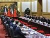 Milo� Zeman, ��nsk� prezident Si �in-pching a dal�� hodnost��i ve Velk�m s�lu lidu v Pekingu.