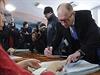 Ukrajinský premiér Arsenij Jaceňuk u voleb.