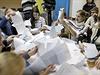 Sčítání výsledků ukrajinských voleb.