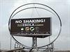 """Plakát varující před ebolou v nigerijském Lagosu. Slogan hlásá """"netřeste si..."""