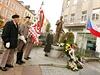 Položení věnců před sochu T.G. Masaryka v Karlových Varech