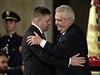 Slovenský premiér Robert Fico (vlevo) p�evzal 28. �íjna na Pra�ském hrad�... | na serveru Lidovky.cz | aktu�ln� zpr�vy