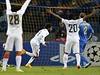 Fotbalista Šachtaru Doněck Luiz Adriano dává jeden ze svých pěti gólů do sítě Bate.