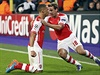 Obránce Arsenalu Gibbs oslavuje