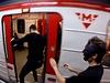 VY�ERPANÍ HRDINOVÉ. Blackrunners poté, co stihli nasko�it do stejného vagónu. | na serveru Lidovky.cz | aktu�ln� zpr�vy
