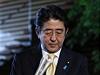 Demise obou ministryň ohrožuje také kariéru premiéra Šinzoa Abeho (na snímku).