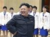 Rozz��en� Kim �ong-un ve spole�nosti severokorejsk�ch atletek (fotografie vydan� st�tn� agenturou KCNA 19. ��jna).