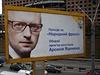 """Volební kampaň v Kyjevě: """"Hlasuj pro Národní frontu, vyber za premiéra Arsenije Jaceňuka""""."""