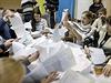 Volební komise v Kyjevě sčítá hlasy odevzdané v mimořádných parlamentních volbách.