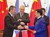 Prezident Milo� Zeman a ��nsk�m prezidentem Si �in-pchingem p�ihl�ej� 27....