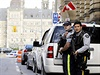 Neznámý útočník postřelil kanadského vojáka hlídkujícího u válečného pomníku v Ottawě a palbu zahájil i v areálu parlamentních budov, kam uprchl.