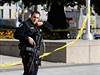 Podle nepotvrzených zpráv později útočník zranil další oběť, střelba se ozývala i uvnitř parlamentu.