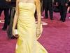 Šaty od Oscara de la Renty nosila i Penelope Cruz.