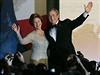 V jeho šatech se objevovala na veřejnosti i bývalá první dáma USA Laura Bushová.