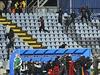 Chuligání rozpoutali na stadionu násilí. Zápas mezi Slovanem a Spartou byl ve 42. minutě přerušen.