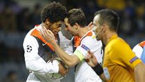 Luiz Adriano ze �achtaru Don�ck slav� jeden ze sv�ch p�ti g�l� v brance Bate...
