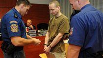 Krajsk� soud v �st� nad Labem vynesl verdikt nad Michalem Krn��em (uprost�ed)....