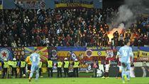 Sektor fanou�k� Sparty p�i z�pase Slovan Bratislava - Sparta Praha.