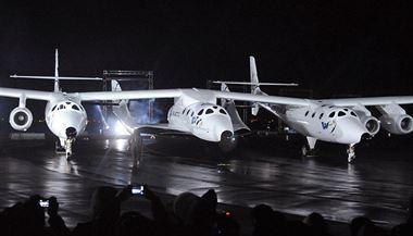 Soukromá raketa SpaceShipTwo se z�ítila do pou�t�, jeden pilot zem�el | na serveru Lidovky.cz | aktu�ln� zpr�vy