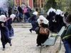 Izraelská policie rozhání palestinské demonstranty.