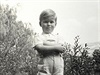 Václav Havel jako dítko z buržoazní rodiny (z filmu Život podle Václava Havla)