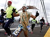Na trať v netradičním převleku. Maratonu se zúčastnili i lidé v humorných...