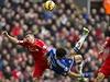 Kanonýr Chelsea Diego Costa se pokou�í v zápase proti Liverpoolu o n�ky. | na serveru Lidovky.cz | aktu�ln� zpr�vy