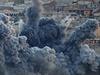 Exploze po náletech na město Kobani. Koaliční letadla se snaží zastavit postup...