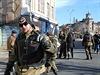 Ozbrojenci v ulicích Luhansku.
