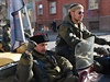 Volby v Luhansku p�ijeli podpo�it i �lenov� rusk�ho motork��sk�ho gangu No�n� vlci.