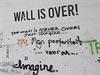 Wall is Over, hlásal nápis na Lennonově zdi, kterou přetřeli čtyři studenti...