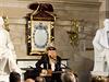 Billy Gibbons b�hem slavnostn� ceremonie zahr�l upravenou verzi sv� p�sn� Thank...