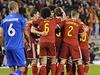 Fotbalisté Belgie se radují ze vstřelené branky do sítě Islandu.