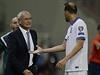 Řecký trenér Claudio Ranieri v diskuzi s Vangelisem Morasem.