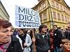 """""""Miloši, drž uz pussynku,"""" objevilo se na jednom z transparentů."""