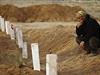 Kurdský muž oplakává zabité bojovníky v Surucu.