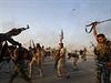 Šíitské milice oslavují vítězství nad Islámským státem v Amirlí.