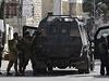 Izraleské pořádkové síly pálí projektily s plynem na demonstrující Palestince.