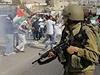 Střety izraelských pořádkových sil s Palestinci.