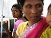 Ženy, které hromadnou sterilizaci přežily, jsou v péči lékařů.