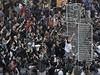 Zhruba 30 soudních zřízenců v úterý přijelo k protestnímu táboru u 33podlažního...