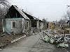 Válka na východě Ukrajiny - ostřelováním zničený dům v Doněcku.