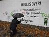 Přemalování známé Lennonovy zdi vyvolalo značné rozhořčení ve veřejném...